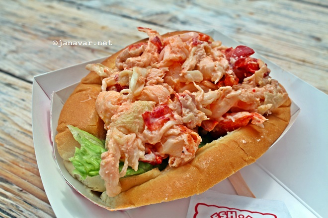Travel: Rockport, MA - Roy Moore Lobster Co. - Lobster roll