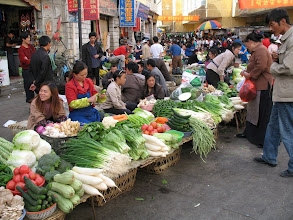 Photo: Where a couple of alleys intersect, there are a lot of vegetable sellers.