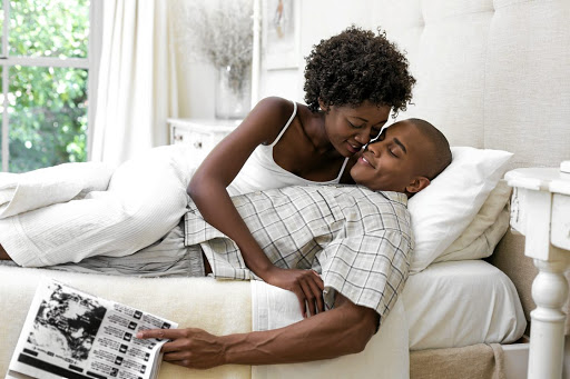 Certain things, like reading a newspaper during intimacy, can really knock you off your game and make you lose focus. / 123RF