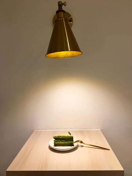 """新竹巨城附近的""""the secret"""",拉花十分典雅的「抹茶牛奶」以及在現場品嚐了「抹茶栗子蛋糕」,拉花真的很美啊!"""