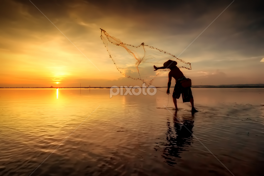 Throw the nets by Made Suwita - People Street & Candids ( bali, pwcsilhouettemotion, indonesia, silhouette, candid, beach, fisherman, people, sun )