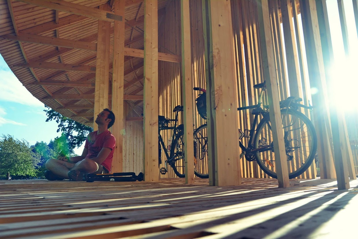 45-days-nomadic-biking-img01-hut