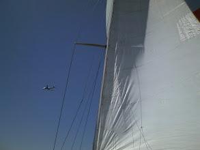 Photo: 羽田沖なので飛行機も飛び交っています