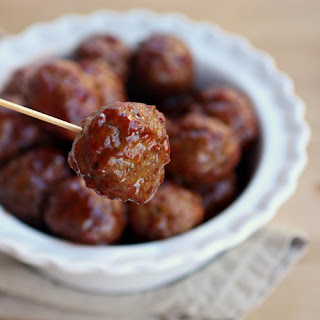 3-Ingredient Slow Cooker Sweet and Tangy Meatballs!
