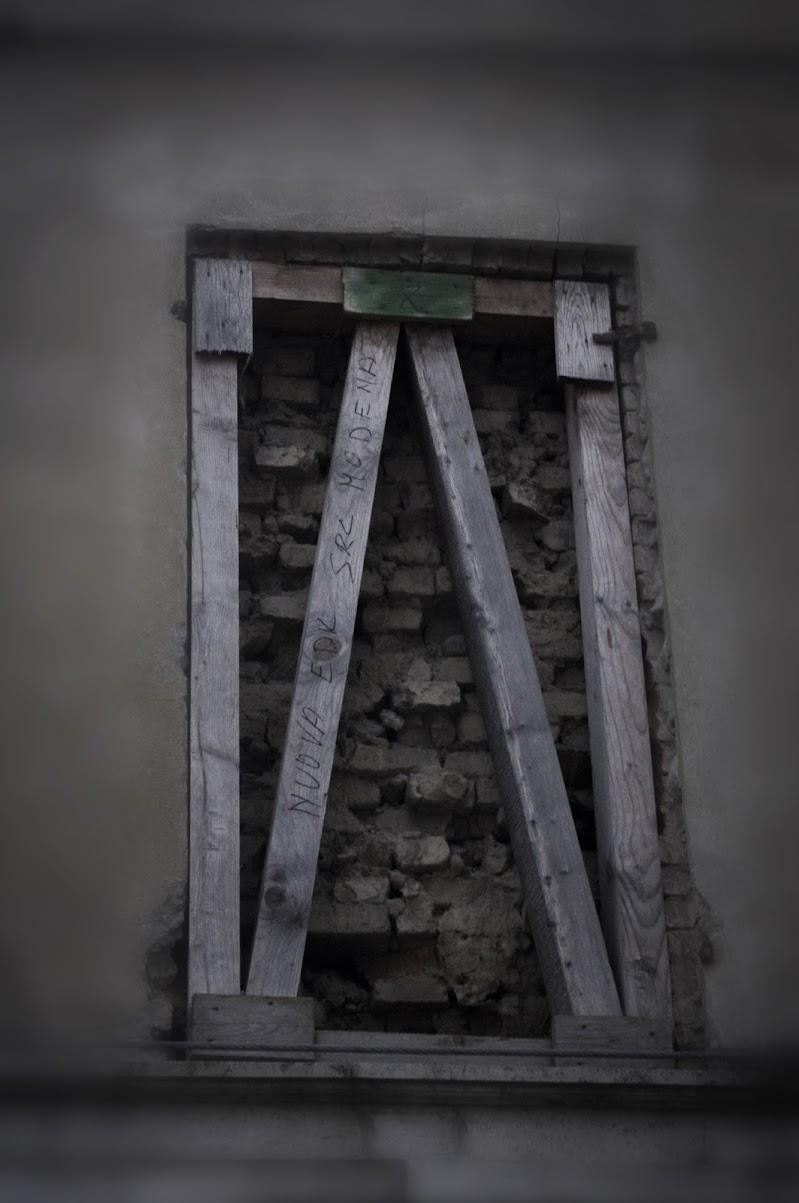 Dettaglio di una casa in rovina di Marck Nibi