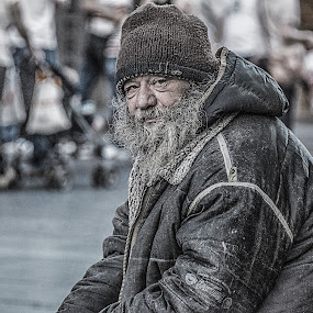 Homeless by Nenad Borojevic Foto - People Portraits of Men ( jacket, cap, street, people, eyes, hand, fae, homeless, lips, beard, head, nose, coif, live, eye,  )