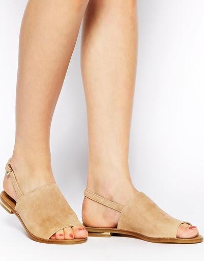 Giày sandals có quai