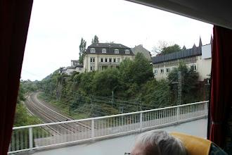 Photo: Kirken har raget 20 m ud over jernbanen fra det store hvide hus - se tidligere billede