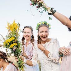 Wedding photographer Valya Lipatova (LipaValenti). Photo of 04.10.2015
