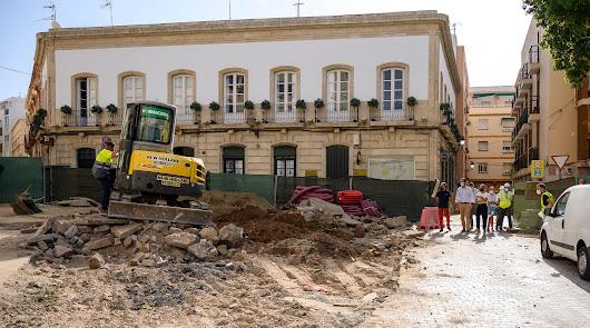 El alcalde visita las obras en la Plaza de la Administración Vieja