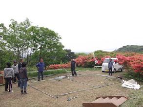 Photo: 2つ目のテント組み立て開始。