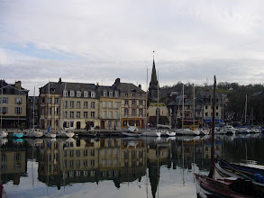 Photo: Back to The Old Dock, looking at the St-Etienne Quay (meaning bank of a river or waterway), with its impressive two-story stone dwellings – the homes of rich merchants and business owners in early Honfleur.