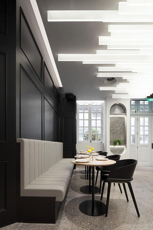 Este nuevo restaurante y cafetería se encuentra dentro de un viejo edificio que alguna vez fue escuela