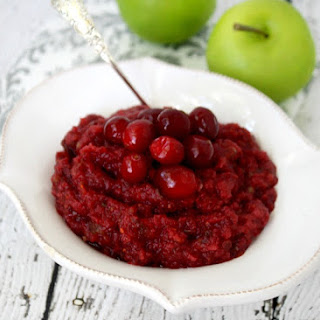 Clean Eating Cranberry Sauce (Raw, Vegan, Gluten-Free, Dairy-Free, Paleo-Friendly, No Refined Sugars) Recipe