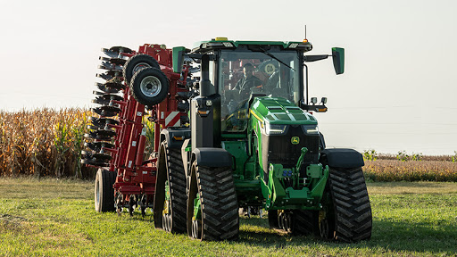 The 8RX is a high horsepower fixed-frame four-track tractor that integrates smart technology.