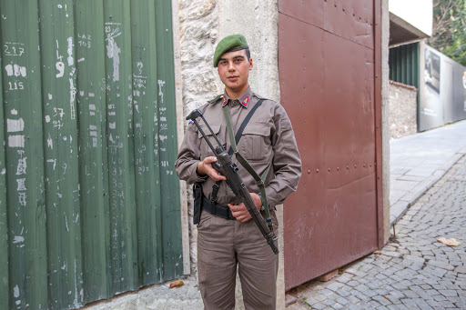 Turkish-soldier-in-Istanbul.jpg - A Turkish soldier, with green beret and submachine gun, stationed near the entrance of a tourist attraction in Istanbul.