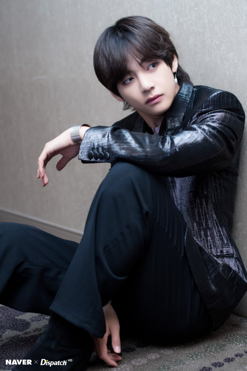 BTS V Spotted With Hella Long Hair Suddenly (9 Photos)