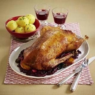 Gans à la Ahlschwedt gefüllt mit Maronen, Pflaumen, Äpfeln mit Kartoffelknödeln