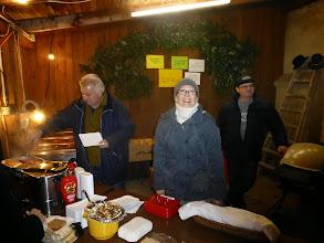 Photo: Hier werden von Monika, Karl und Herbert die Würstel verkauft.