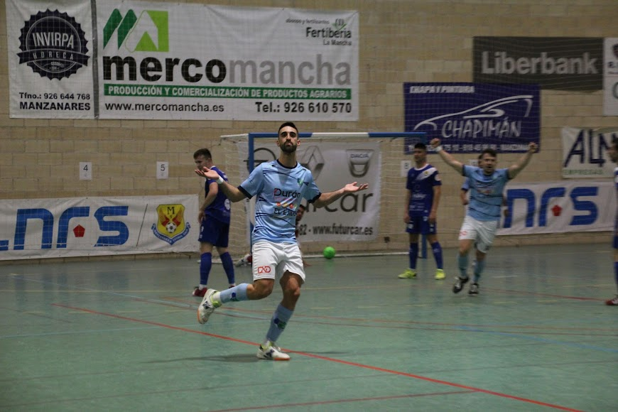 Josema celebrando el gol para el CD El Ejido.