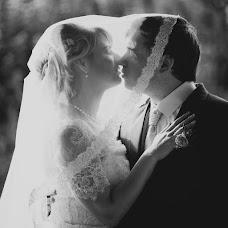 Wedding photographer Oskar Gribust (OscarGribust). Photo of 09.11.2014