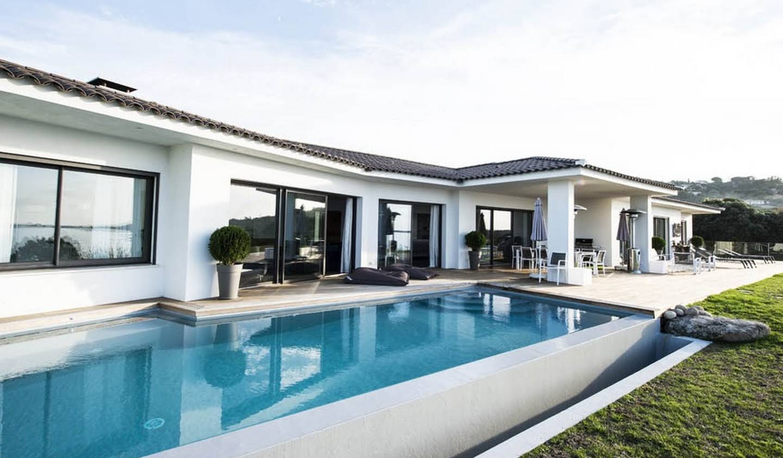 Villa avec piscine en bord de mer Pietrosella