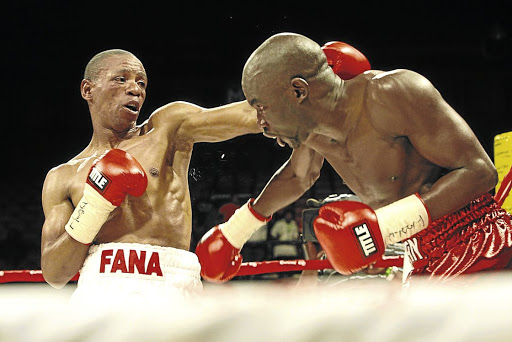 Mzonke Fana throws a left hook at Cassius Baloyi in this file picture. Fana says he has not applied to Boxing SA to be relicensed as a boxer.