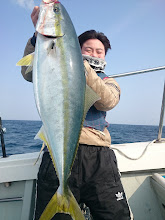 Photo: 「よっしゃー!とったどーっ!」 7.5kgのブリキャッチ! 本日の貴重な青物です! おめでとうございます!