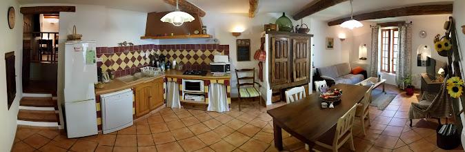 Photo: Photosphère, streetview de la cuisine séjour de la location de vacances www.locations-moustiers.com