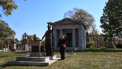 Photo: Laurie and Minerva, waving to the Statue of Lberty