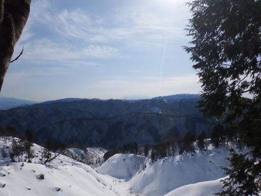 谷の最上部(中央奥に御嶽山)