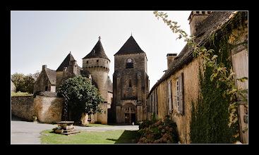 Photo: Le château et l'église de Saint-Geniès
