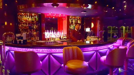 Queen-Victoria-Hemispheres-lounge - The atmospheric Hemispheres lounge aboard Queen Victoria.