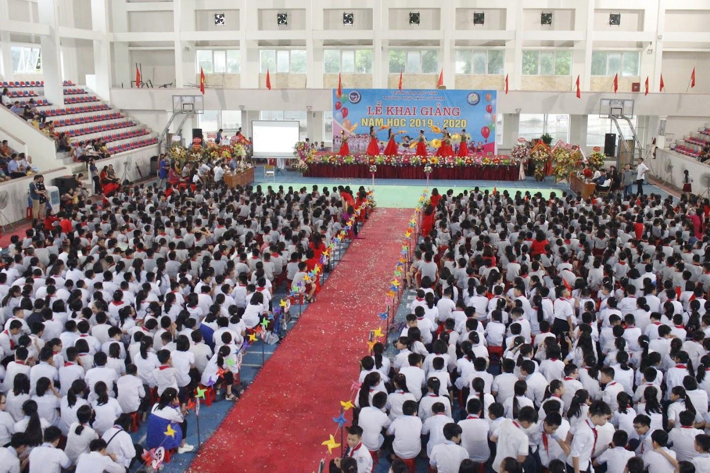 Nhà thi đấu rộng rãi nên lễ khai giảng vẫn được tổ chức theo đúng kế hoạch