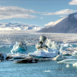 Jokulsarlon in the sun by Jen St. Louis - Landscapes Travel ( glaciar, icebergs, glacial lagoon, iceberg, iceland, ice, jokulsarlon, travel, landscape,  )