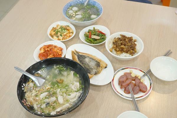 肉燥天王|台南小吃|乾淨明亮的路邊美食|吃過就難忘的在地小吃|超多選擇完全不會吃膩