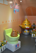 Photo: A famous chain in Taiwan: they serve your food in a toilet bowl