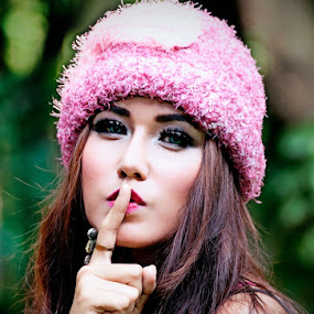 :: ... #pssstttt ... :: by Andi Ilham - People Portraits of Women