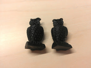 Photo: Standard Owls, 1/4 scale, left printed at 0.25mm layer height, right printed at 0.05 layer height.   The 0.05 is doable, but not at all helpful.