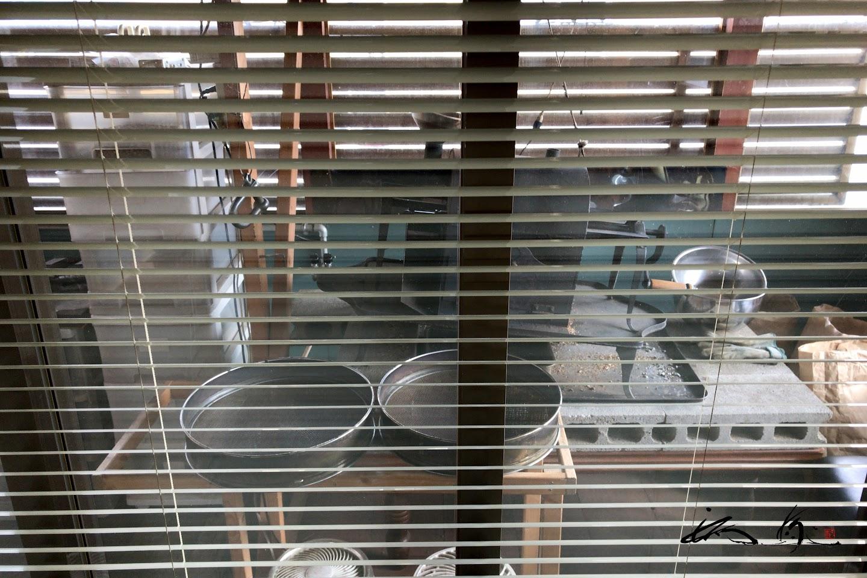 マスタ-の自家設計による鉄窯焙煎工房