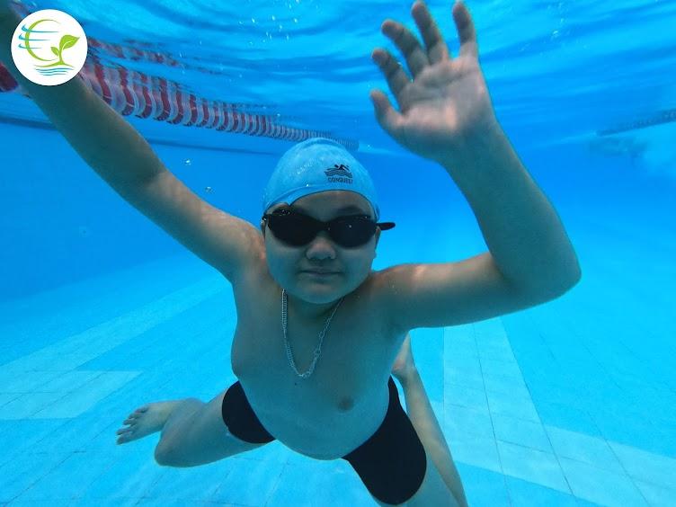 Những nguyên tắc an toàn khi đưa bé đi bơi vào mùa hè - 1