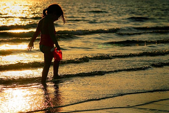 Bambina al tramonto di AFinocchiaro