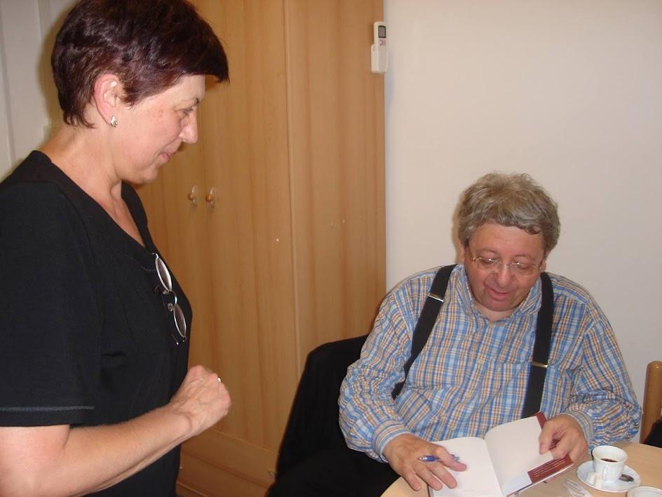 Kornis Mihály dedikál a Hild Viktor Könyvtárban 2008