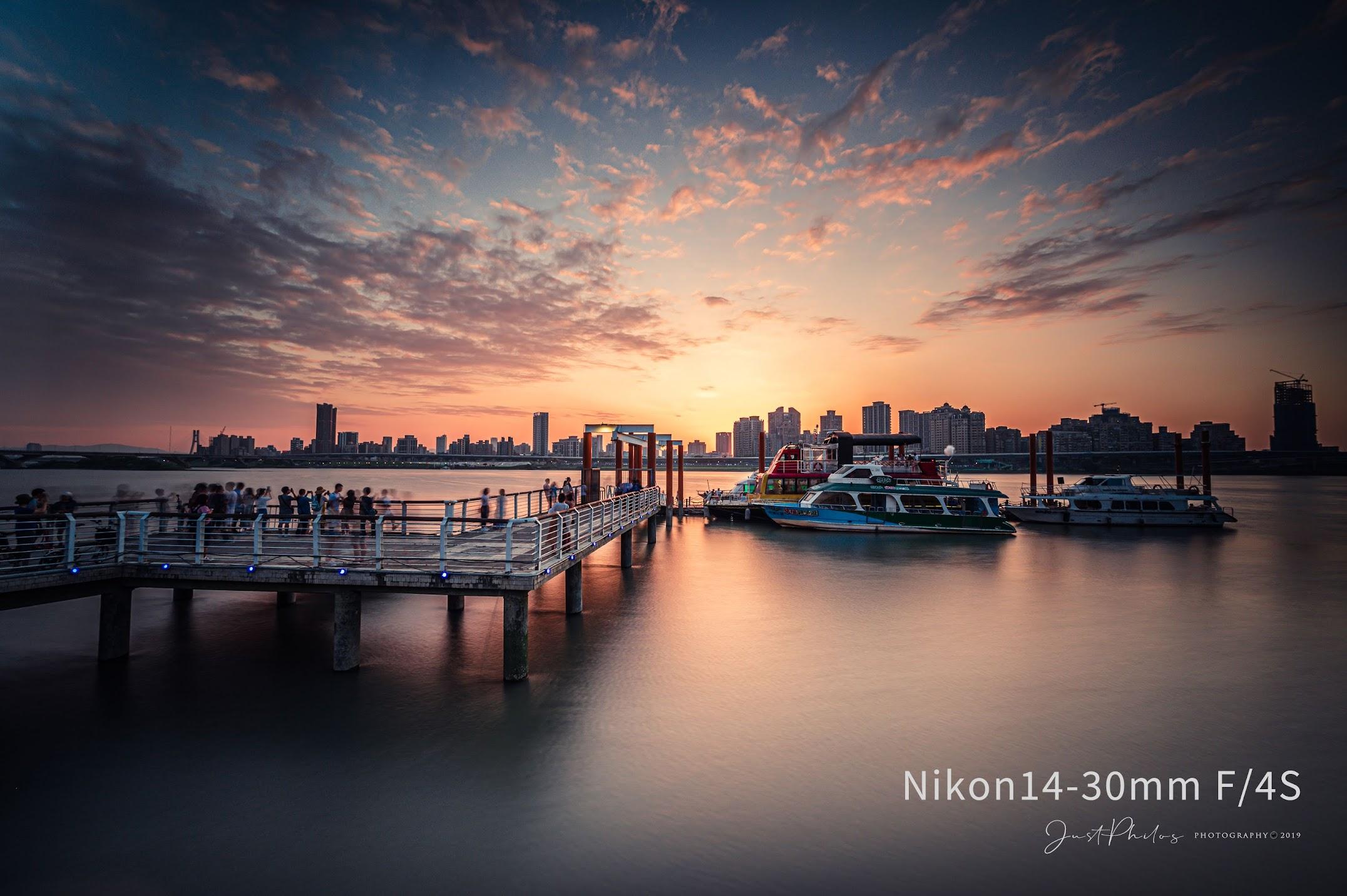 NIKON Z6+NIKON 14-30MM F/4S   f/8.0 13s ISO100 台北大稻埕碼頭夕陽,14mm超廣角鏡拍攝風景的張力非常令人驚艷。