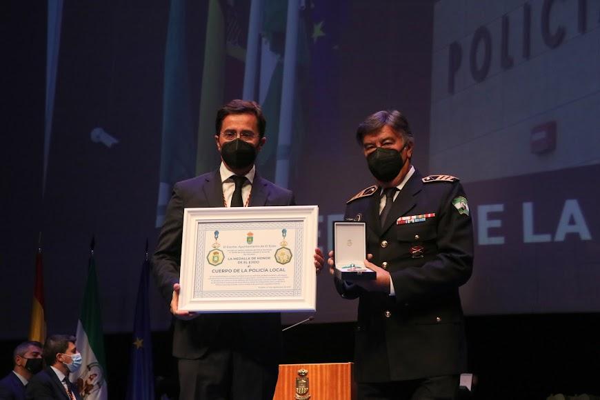 La Medalla de Honor también fue para la Policía Local.