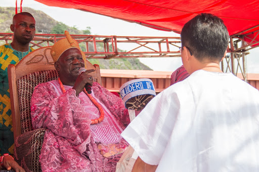 Foreign guest greets the traditional ruler at Ogidi New Yam Festival