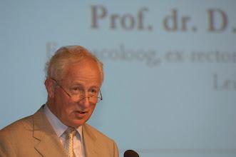 Photo: Toespraak prof. dr. Douwe Breimer ter gelegenheid van de Galenus Researchprijs 2007 in Naturalis te Leiden foto © Bart Versteeg