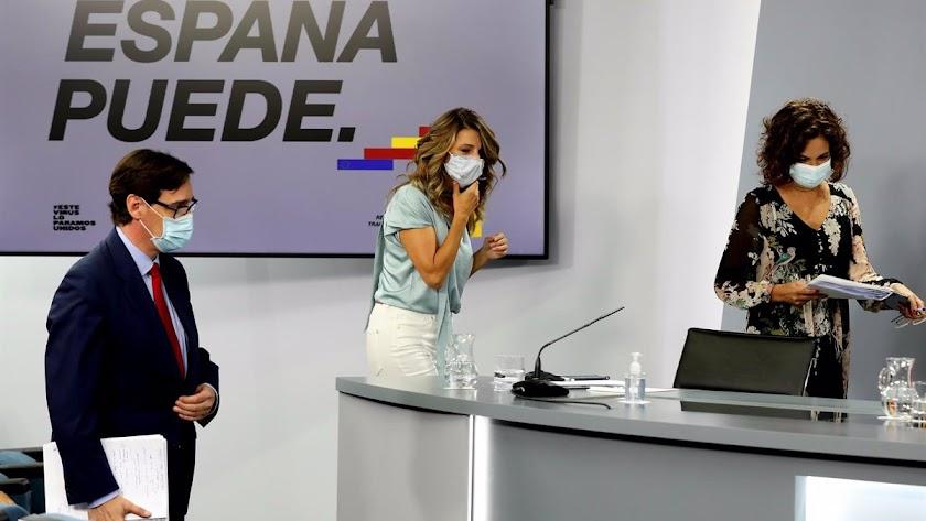 La ministra de Trabajo, Yolanda Díaz, en el centro de la imagen.