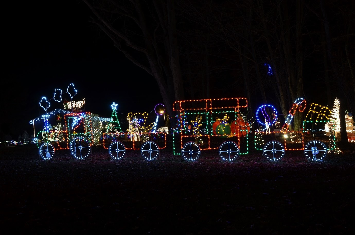 after dinner and drinks we drove a short ways up the road to the pilot mountain christmas lights