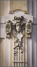 "Photo: Piata Republicii , Nr.21 - Inscriptie """"Casa din piatra cu o camera, edificata in 1890, a fost reconstruita cu etaj si 3 incaperi comerciale la parter, in stil eclectic clasicizant, cu influiente ale secesiunii (1898-1900). Primaria 2011"""
